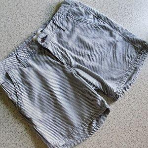 Levi's shorts size 28